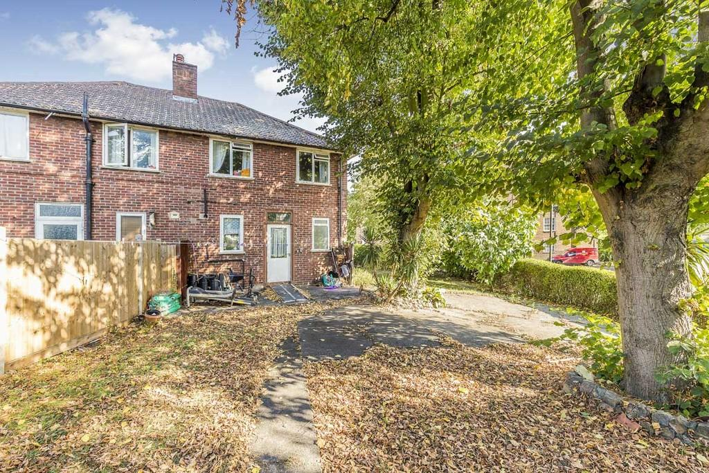 3 Bedrooms Semi Detached House for sale in Sundew Avenue, London, W12