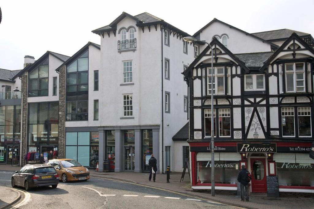 2 Bedrooms Apartment Flat for sale in Apartment 5, St Martins Court, St Martins Parade, Bowness on Windermere, Cumbria, LA23 3GQ