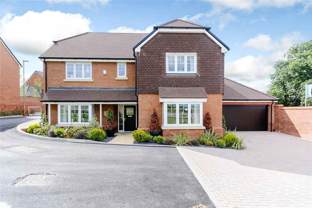 5 Bedrooms Detached House for sale in Montfort Place, Odiham, Hook, Hampshire