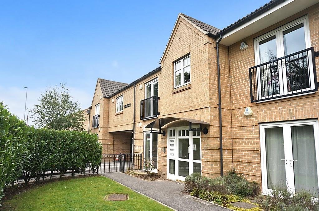 2 Bedrooms Apartment Flat for sale in Bramble Mews, Shadwell,Leeds, LS17
