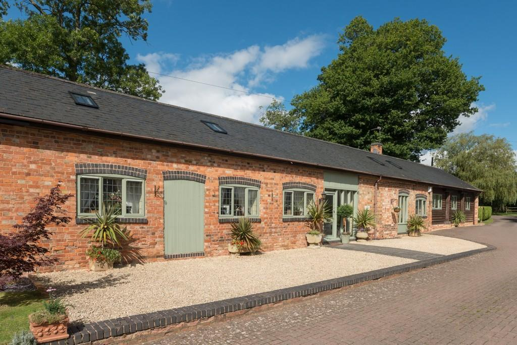 4 Bedrooms Barn Conversion Character Property for sale in Home Farm, Compton Verney