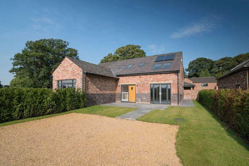 2 Bedrooms Semi Detached House for sale in School Lane, Henbury