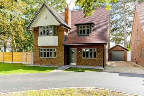 4 bedroom detached house for sale - Old Drive, Beeston, Nottingham, NG9