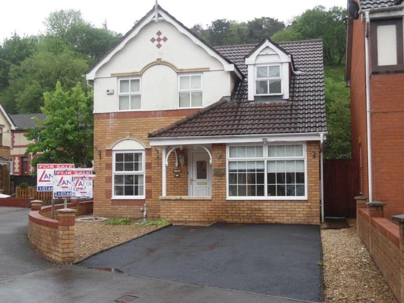 3 Bedrooms Detached House for sale in Parc Afon, Dinas, Tonypandy