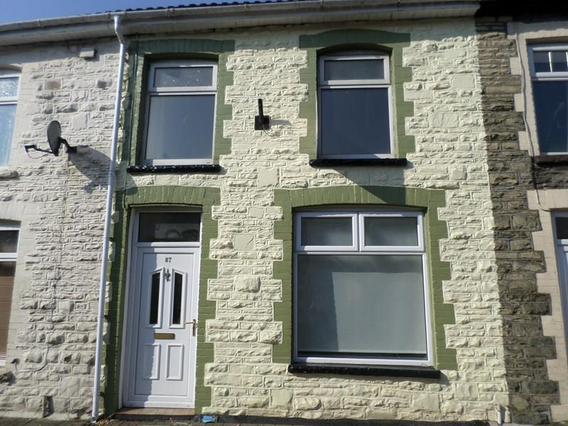 3 Bedrooms Terraced House for sale in Llewellyn Street, Pontygwaith, Ferndale