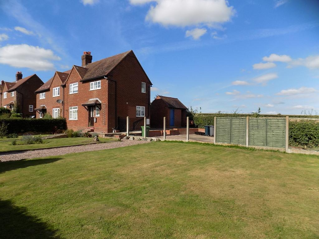 3 Bedrooms Semi Detached House for sale in 4 Meadow View, 4 Meadow View