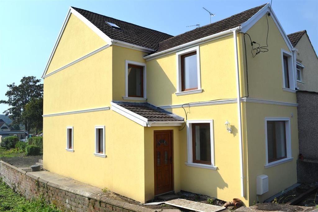 3 Bedrooms Semi Detached House for sale in Voylart Road, Dunvant, Swansea