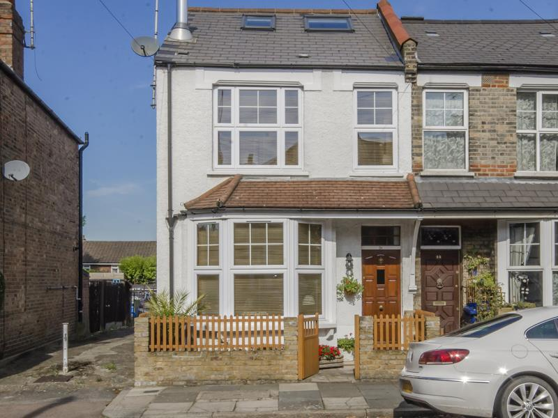 4 Bedrooms End Of Terrace House for sale in Leopold Road, N2