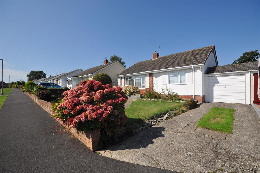 3 Bedrooms Detached Bungalow for sale in Kilmorie Close, Taunton