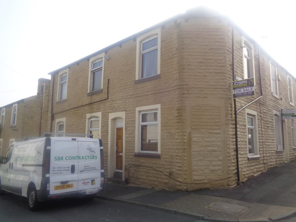 4 Bedrooms Semi Detached House for sale in Springfield Road, burnley BB11