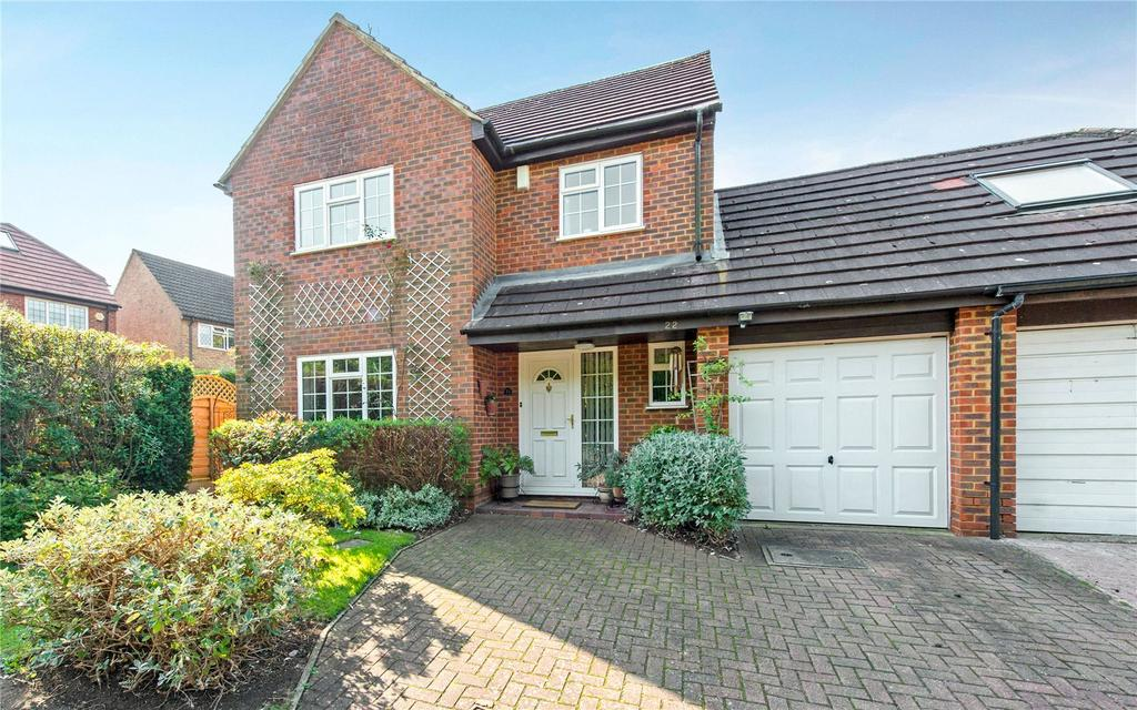 4 Bedrooms Detached House for sale in Kirby Close, Northwood, Middlesex, HA6