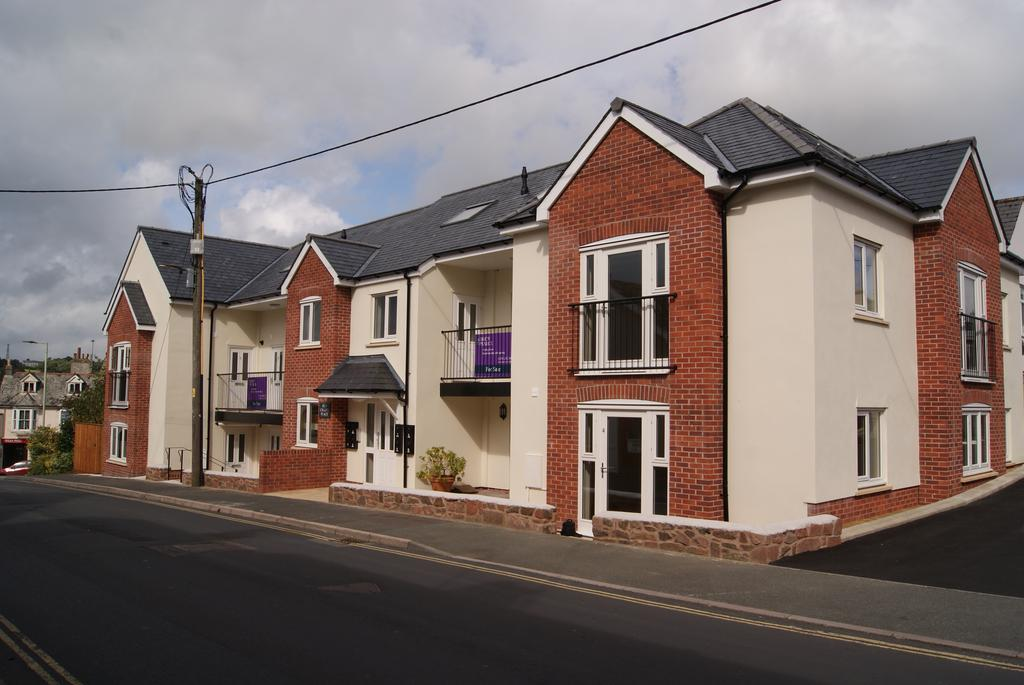 3 Bedrooms Flat for sale in Old Chapel Place, Mill Road, Okehampton EX20
