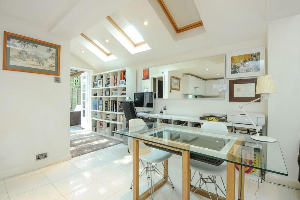 1 Bedroom Flat for sale in Broughton Road, Fulham, SW6