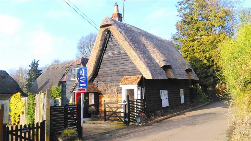 4 Bedrooms Detached House for sale in Bennett's Lane, Rushden