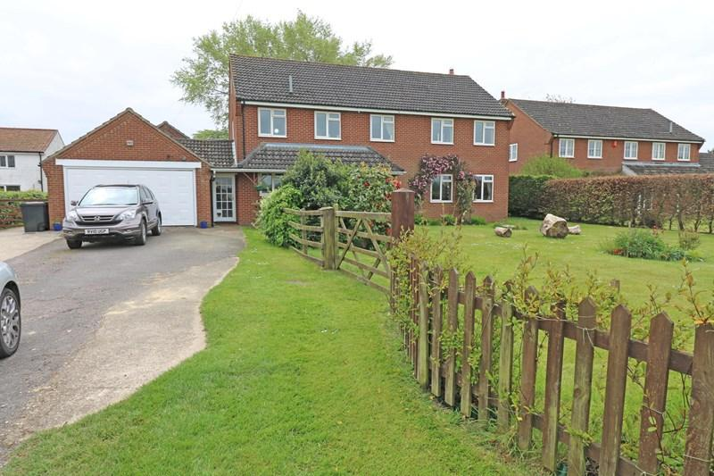 5 Bedrooms Detached House for sale in Northacre, Caston, Attleborough