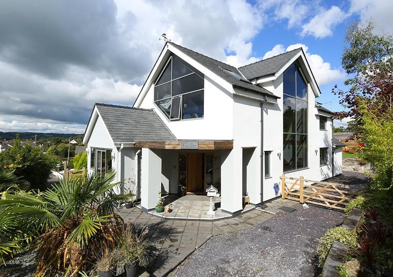 4 Bedrooms Detached House for sale in Foxs Den, Cross Common Road, Dinas Powys, The Vale Of Glamorgan. CF64 4TP