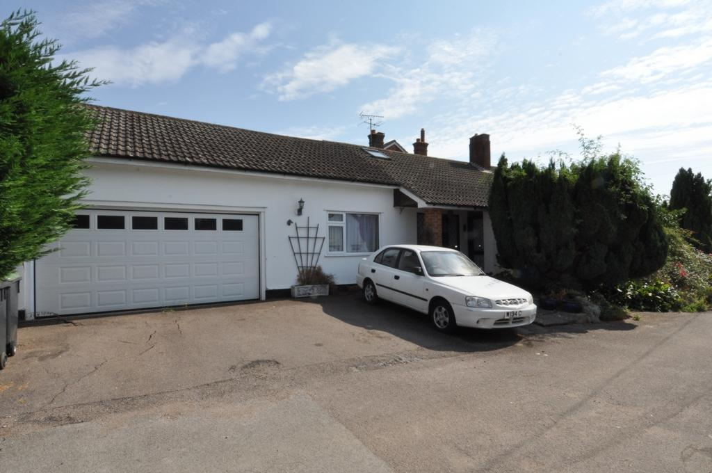 4 Bedrooms Bungalow for sale in Epping Road, Toot Hill, CM5