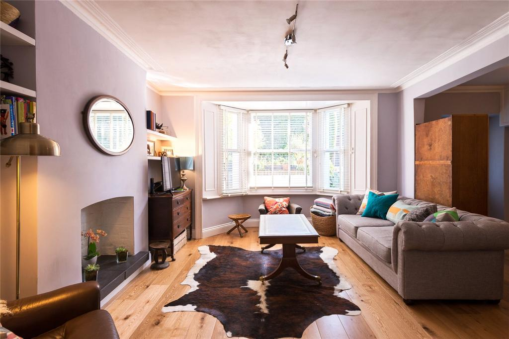 1 Bedroom Flat for sale in Oxford Road North, Chiswick, London