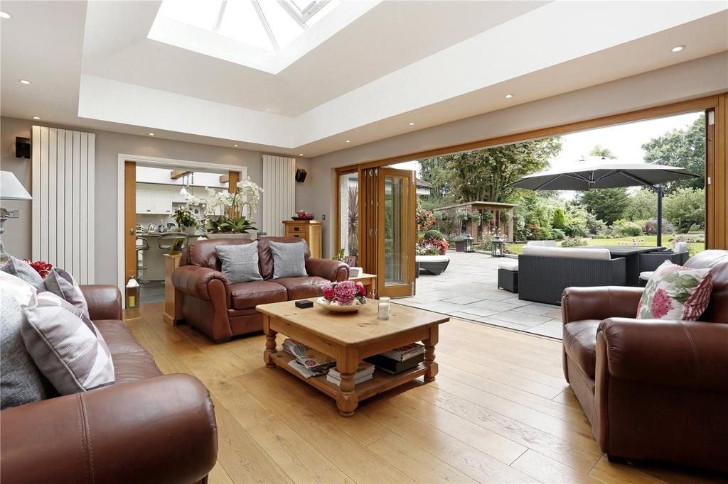 4 Bedrooms Detached House for sale in Hall Green Lane, Hutton, Brentwood, Essex, CM13