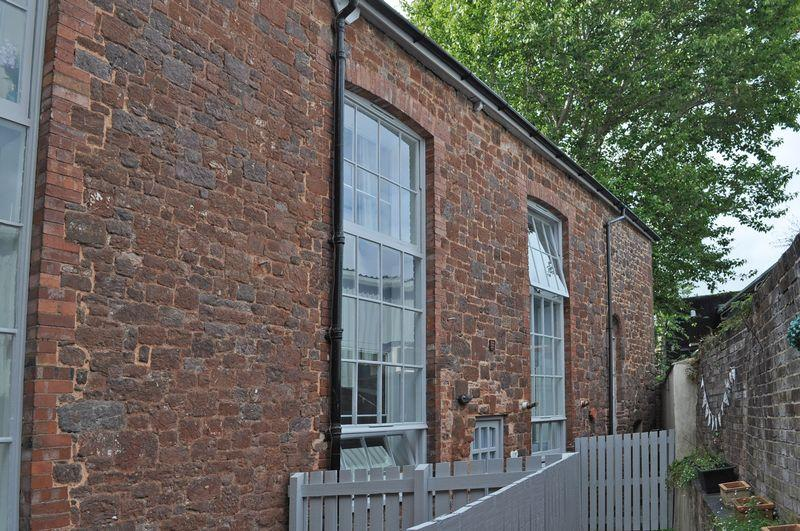 2 Bedrooms Terraced House for sale in The Mint, Exeter