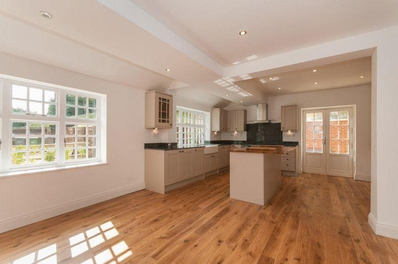 3 Bedrooms Semi Detached House for sale in HOLMBURY ST MARY