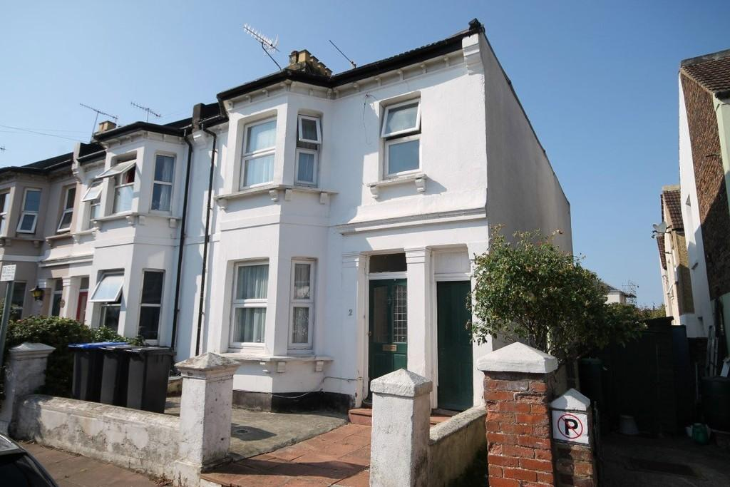 3 Bedrooms End Of Terrace House for sale in Gordon Road, Worthing BN11 1DB