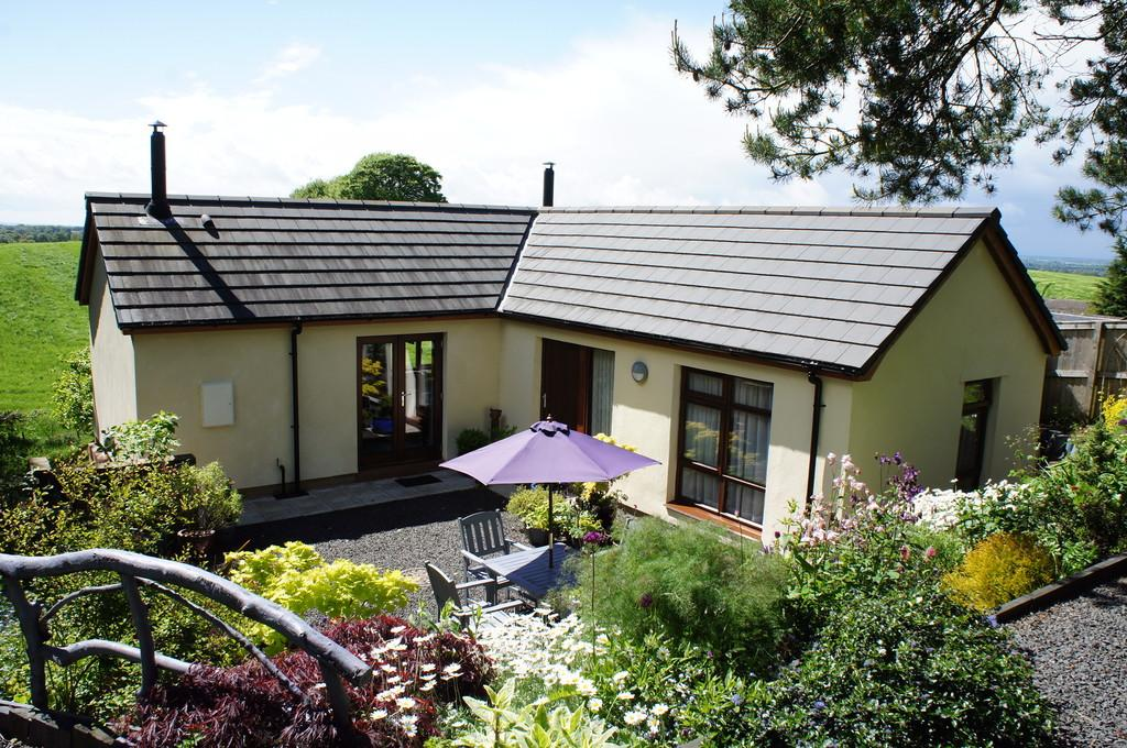 2 Bedrooms Detached House for sale in Faugh, Heads Nook, Brampton