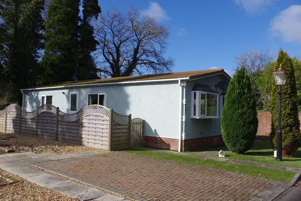 2 Bedrooms Detached Bungalow for sale in Grange Park, Orton Grange