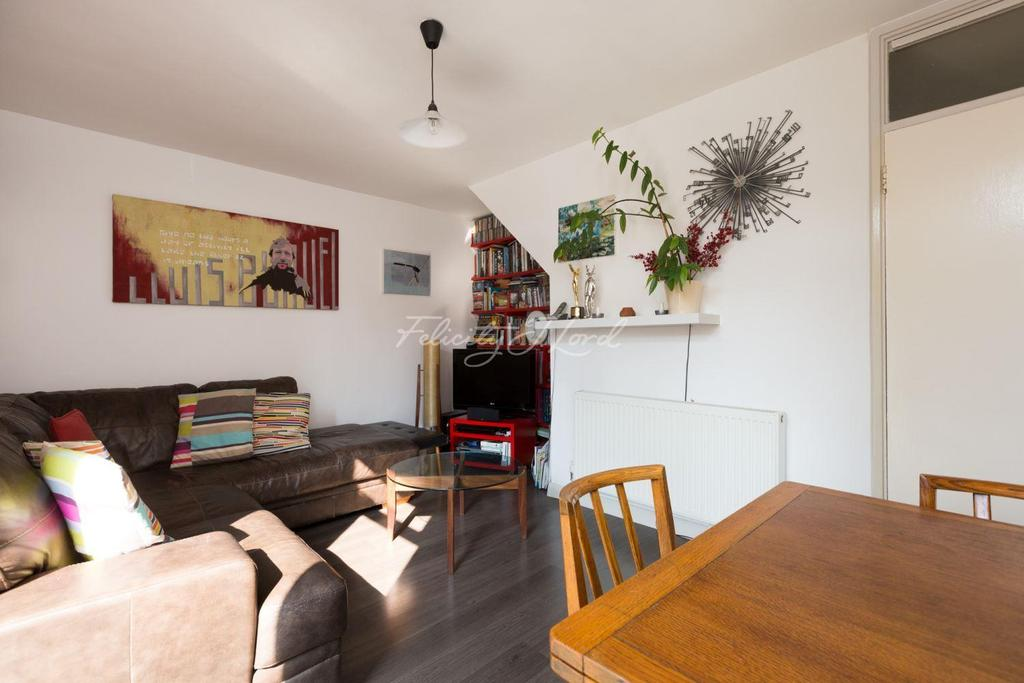 2 Bedrooms Maisonette Flat for sale in Kingsgate Estate, Tottenham Road, N1