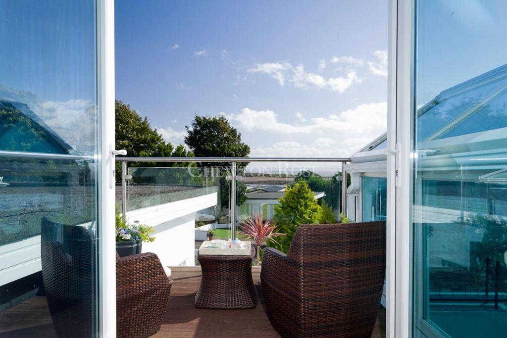 5 Bedrooms Detached House for sale in Swanbridge, Penarth, Vale of Glamorgan