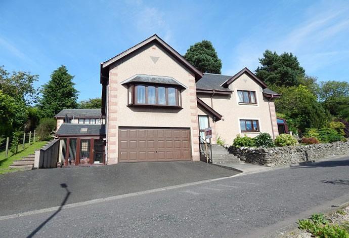 3 Bedrooms Detached House for sale in 8 Spion Kop, Selkirk, TD7 4JW