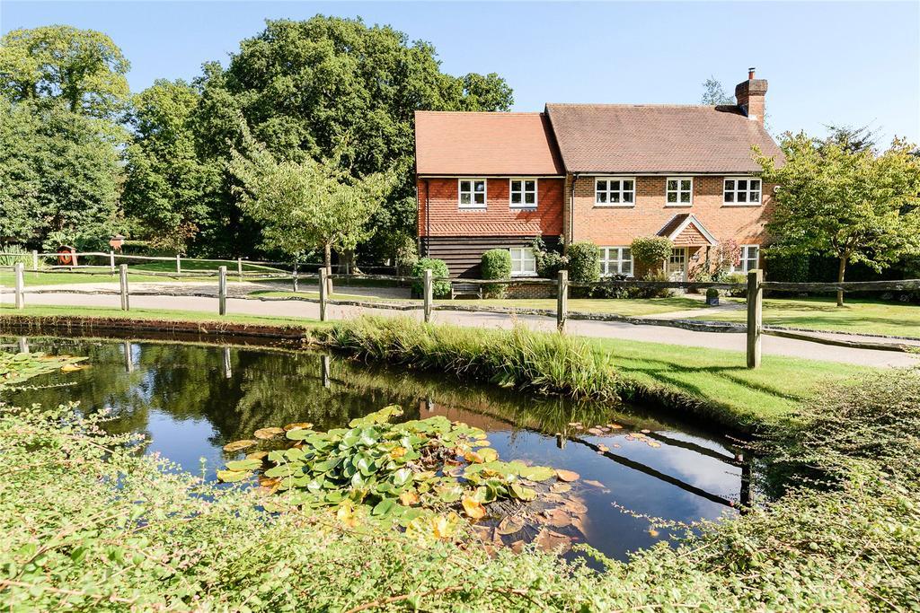 4 Bedrooms Detached House for sale in Hurst Park, Midhurst, West Sussex