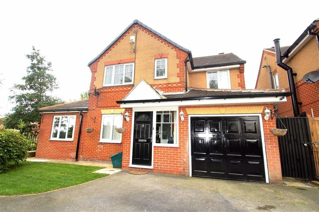 4 Bedrooms Detached House for sale in Martingale Drive, Leeds