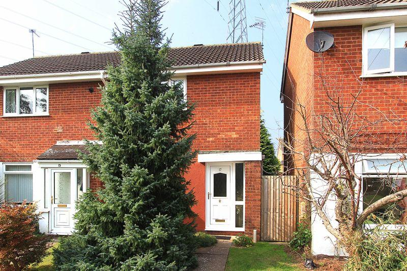2 Bedrooms Semi Detached House for sale in WOMBOURNE, Brookside Close