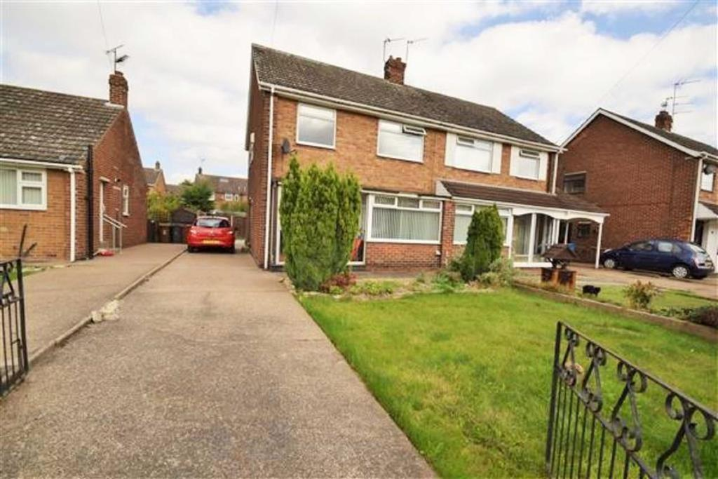 3 Bedrooms Semi Detached House for sale in Abbots Close, Hull, HU8