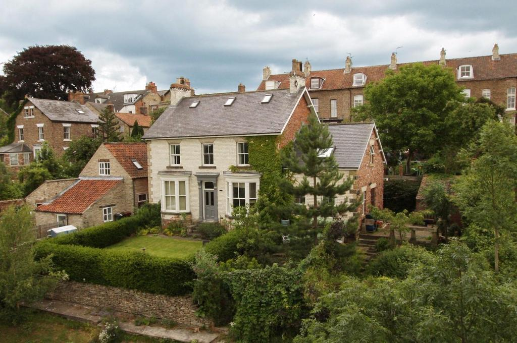 5 Bedrooms Detached House for sale in Brant Hill, Pickering