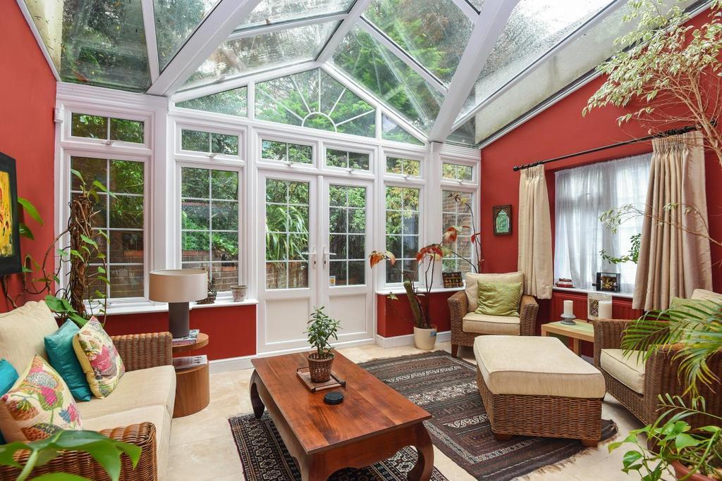 4 Bedrooms Semi Detached House for sale in Oldfield Mews, Highgate, N6