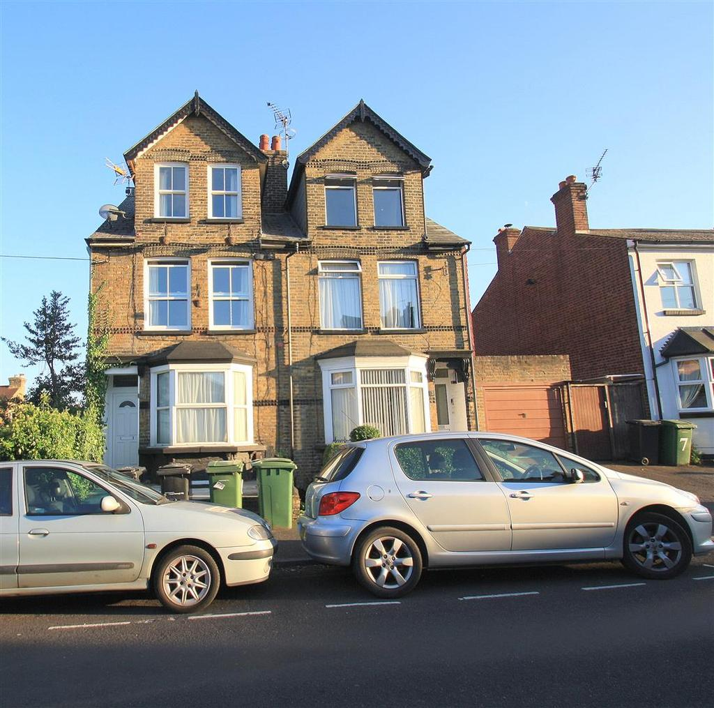 2 Bedrooms Flat for sale in Douglas Road, Maidstone