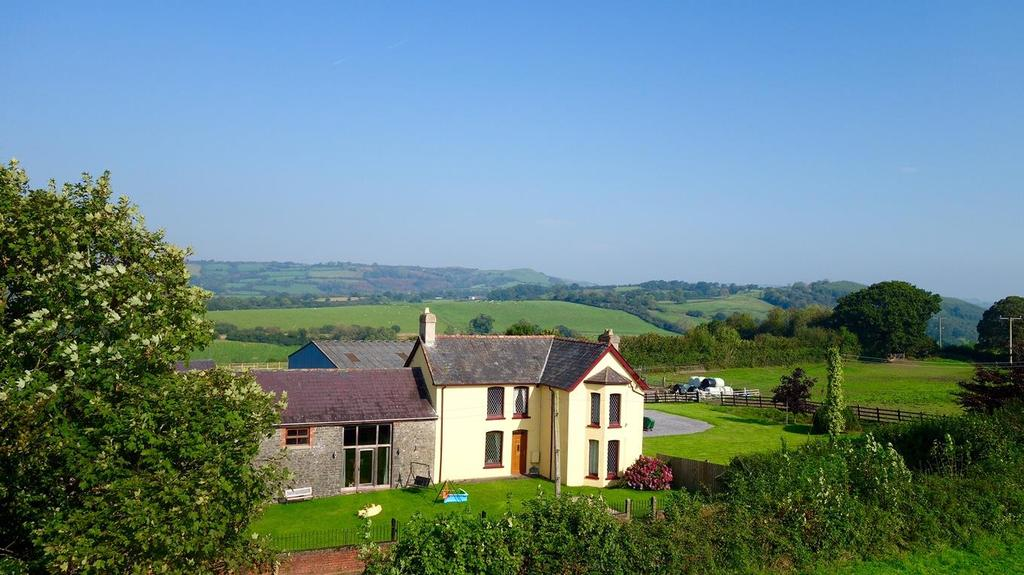8 Bedrooms Country House Character Property
