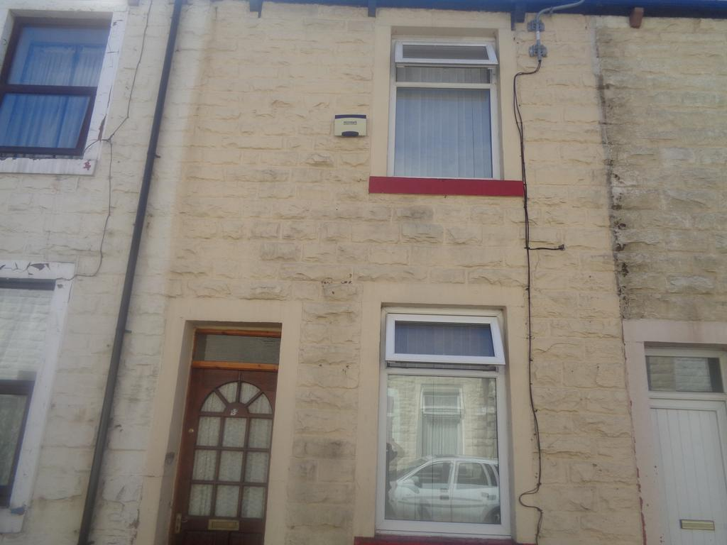 2 Bedrooms Terraced House for sale in Ford Street, Burnley BB10