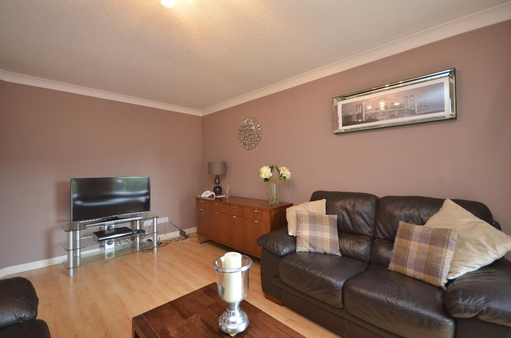 3 Bedrooms Flat for sale in Castlebrae Gardens, Flat 2/2, Cathcart, Glasgow, G44 4EB