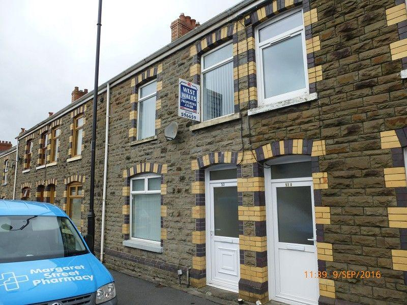 3 Bedrooms Terraced House for sale in Penybanc Road, Ammanford, Carmarthenshire.