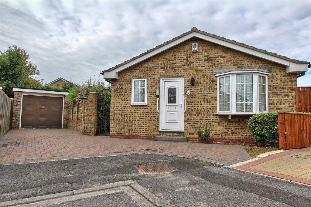 3 Bedrooms Detached Bungalow for sale in Brandon Close, The Greenway