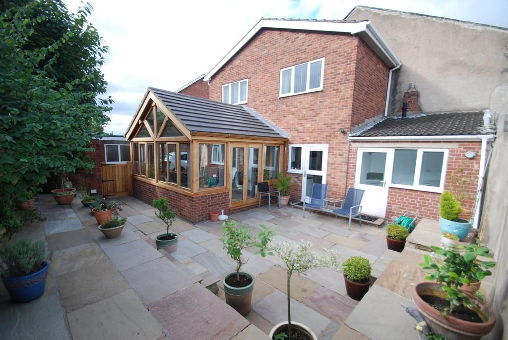 3 Bedrooms Detached House for sale in Cutty Lane, Barnsley S75