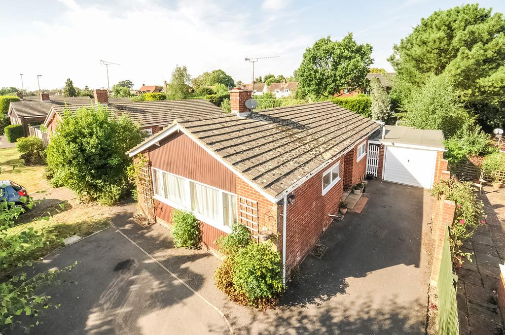 3 Bedrooms Detached Bungalow for sale in Orchard Glade, Headcorn