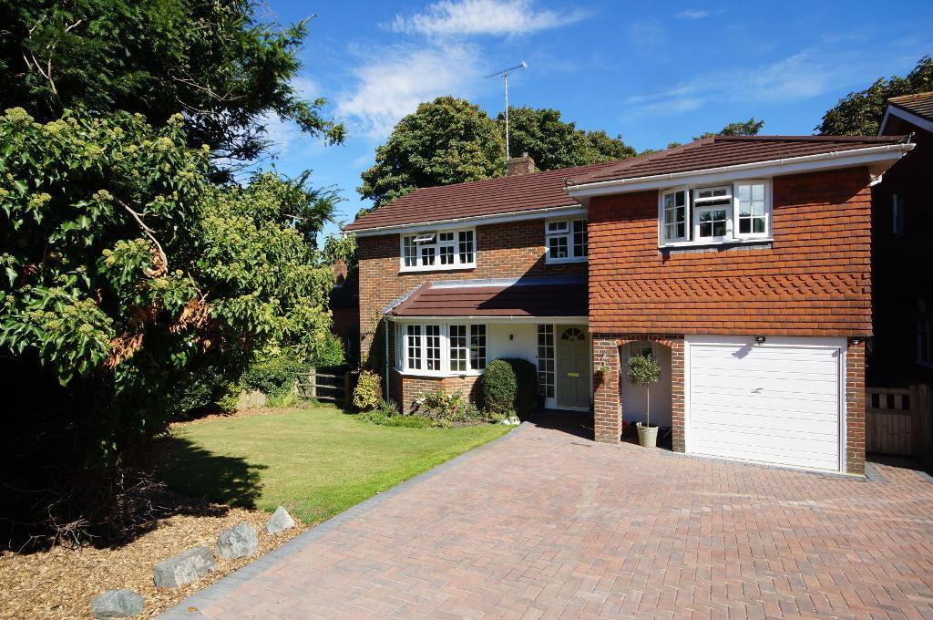 4 Bedrooms Detached House for sale in Penfold Way, Steyning, BN44 3PG