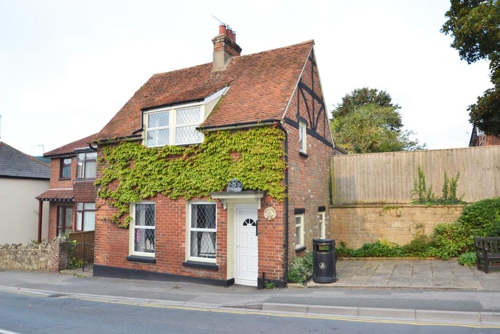 3 Bedrooms Detached House for sale in High Street, Brading