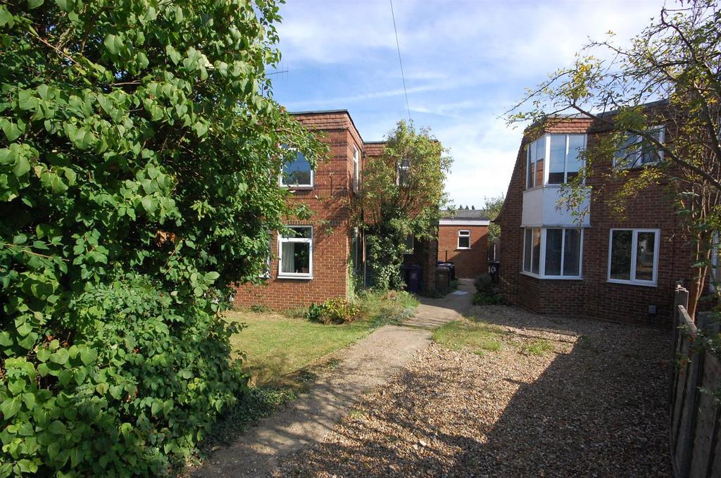 2 Bedrooms Maisonette Flat for sale in Heathfield Road, Hitchin
