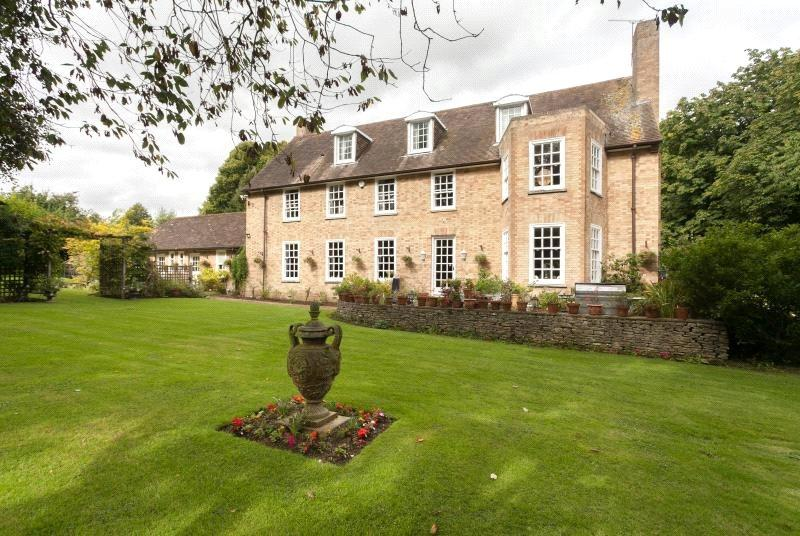 7 Bedrooms Detached House for sale in Cirencester Road, South Cerney, Cirencester, Gloucestershire, GL7