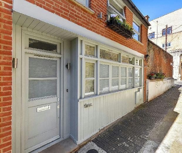 2 Bedrooms Mews House for sale in WEMBURY MEWS Highgate N6 5XJ